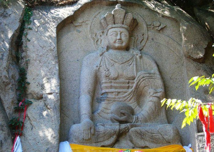 海棠山旅游风景区的摩崖造像是藏传佛教